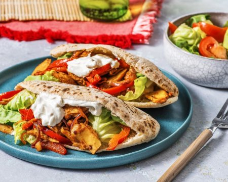 pita-garnie-de-kebab-vegetarien-et-legumes-f0941f2e